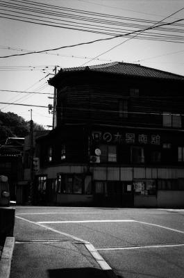 soku_20412.jpg :: 日の丸写真館 銀塩 モノクロ 建築物 LeicaM4