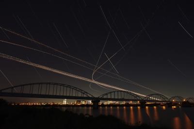 soku_21091.jpg :: 風景 自然 空 飛行機 航跡 夜景