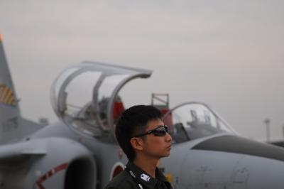 soku_21741.jpg :: SD1 航空自衛隊 空自 飛行機 T.4 人物 パイロット