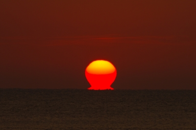 soku_21763.jpg :: 風景 自然 空 朝日 朝焼け 日の出 だるま