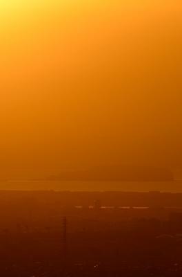 soku_21909.jpg :: 朝靄 江の島 朝焼け