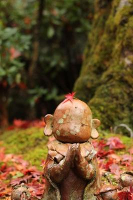 soku_22571.jpg :: 風景 自然 紅葉 赤い紅葉 お地蔵様