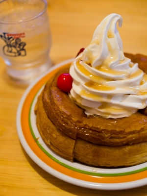 soku_22670.jpg :: 食べ物 洋食 デザート デニッシュ アイス シロノワール コメダ珈琲店