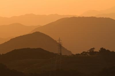 soku_22867.jpg :: 建築 建造物 塔 鉄塔 電線 送電線 夕焼け