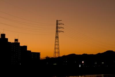 soku_22868.jpg :: 建築 建造物 塔 鉄塔 電線 送電線 夕焼け