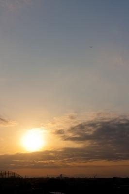 soku_22977.jpg :: 夕焼け 夕日 空 雲 飛行機 風景
