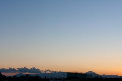 soku_22980.jpg :: 夕焼け 富士山 空 雲 飛行機 風景