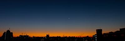 soku_23224.jpg :: 朝焼け 三日月 金星 水星 シルエット 風景 パノラマ (^.^)