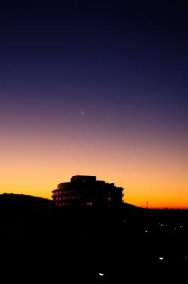 soku_23225.jpg :: 朝焼け 三日月 金星 水星