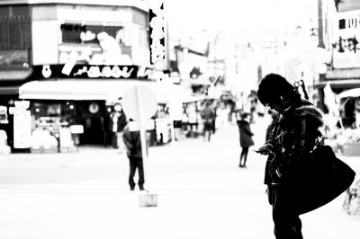soku_23991.jpg :: 風景 街並み 都市の風景 商店街 モノクロ