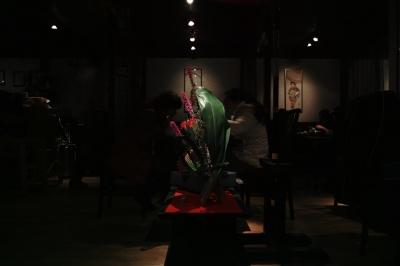 soku_24058.jpg :: 芸術 アート オブジェ モニュメント 植物 花 フラワーアレンジメント 生け花