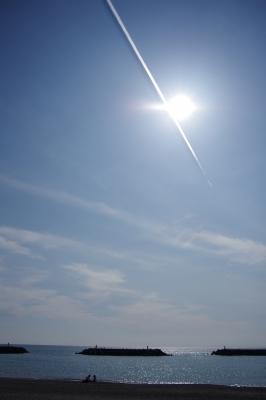 soku_25228.jpg :: 自然 海 太陽 飛行機雲