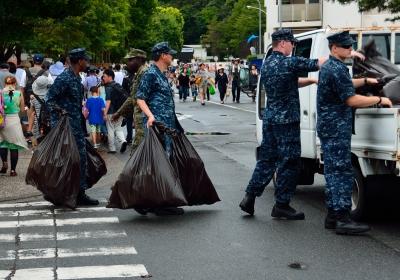 soku_25945.jpg :: 米兵さん 横須賀 米海軍横須賀基地 フレンドシップデー アビイ・ロードっぽかった