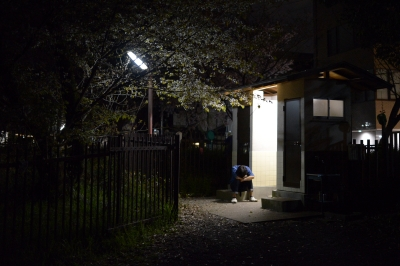 soku_26023.jpg :: 風景 街並み 公園 夜景 人物 男性