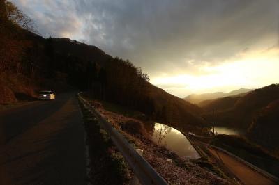 soku_26567.jpg :: 風景 自然 空 夕日 夕焼け 日没 ドライブ 車