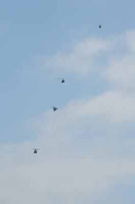 soku_26733.jpg :: 陸上自衛隊 乗り物 交通 航空機 ヘリコプター 編隊飛行