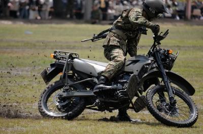 soku_26736.jpg :: 陸上自衛隊 偵察用オートバイ 戦闘員