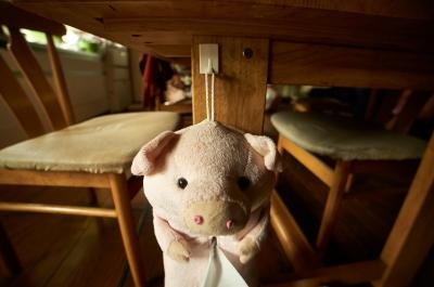 soku_26897.jpg :: ダイニングテーブル 豚のティッシュケース
