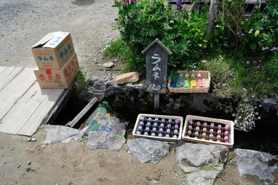 soku_27027.jpg :: 用水路 自然冷蔵庫 ラムネ