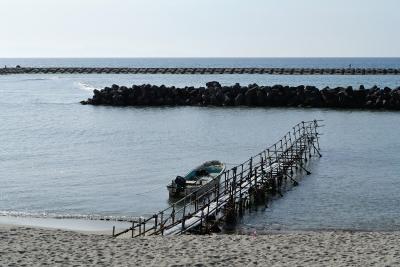 soku_27057.jpg :: 風景 自然 海 砂浜 桟橋 漁船