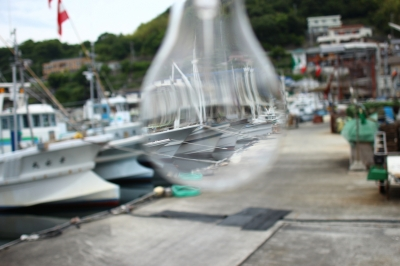 soku_27328.jpg :: 乗り物 船 釣り船 裸電球
