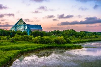 soku_27567.jpg ::  風景 夕暮れ モエレ沼公園 イサムノグチ ガラスのピラミッド 絵画風