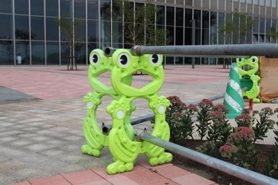 soku_28247.jpg :: 建物 建築 工事 囲い カエル