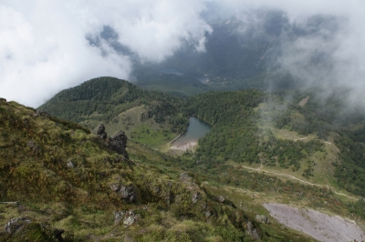 soku_28586.jpg :: 風景 自然 山 岩山 湖