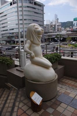soku_29050.jpg :: 芸術 アート 彫刻 彫像 マーライオン 現代美術 二等兵