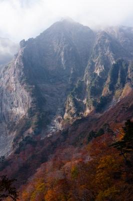 soku_29120.jpg :: 風景 自然 山 岩山 紅葉