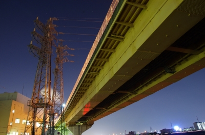 soku_29390.jpg :: 高架 夜景 風景 街並み ランドマーク 橋 建築 建造物 塔 鉄塔 電線