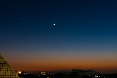 soku_29412.jpg :: 三日月 金星 夕闇 宵の明星 風景 自然 天体 星