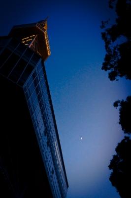 soku_29456.jpg :: 建築 建造物 塔 タワー 札幌テレビ塔 風景 自然 空 マジックアワー 残照