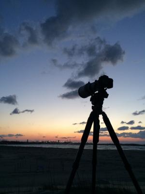 soku_30179.jpg :: 風景 自然 空 雲 マジックアワー 残照 カメラ機材 三脚 by Niigata