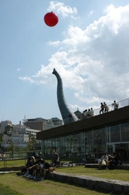 soku_30497.jpg :: 象の鼻 赤い風船 巨大オブジェ