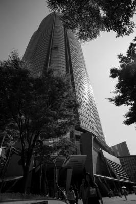 soku_30843.jpg :: 六本木ヒルズ 風景 街並み 都市の風景 ビル モノクロ