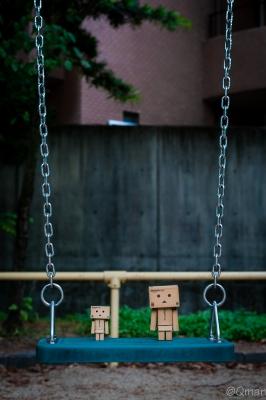 soku_30966.jpg :: アート 工芸品 クラフト 人形 フィギュア ダンボー 風景 公園 ブランコ 遊具