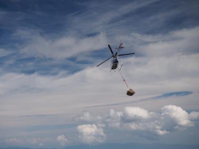 soku_31105.jpg :: 御嶽山 荷揚げ 乗り物 交通 航空機 ヘリコプター ヘリ