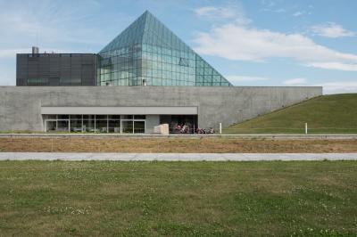 soku_31139.jpg :: 風景 公園 モエレ沼公園 建造物 ガラスのピラミッド