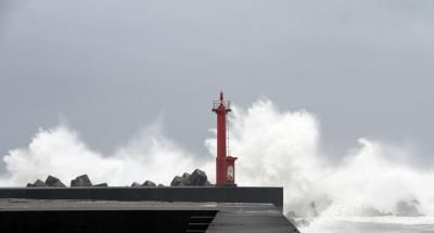 soku_31327.jpg :: 災害 台風 風景 自然 海 波