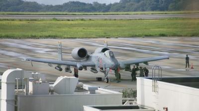 soku_31453.jpg :: 乗り物 交通 航空機 飛行機 軍用機 A.10 OKJ 岡山空港
