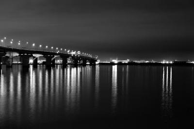 soku_31469.jpg :: 風景 街並み ランドマーク 橋 夜景 モノクロ