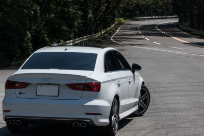 soku_31473.jpg :: 風景 郊外 車 ドライブ 箱根ターンパイク Audi S3