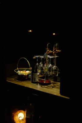 soku_31929.jpg :: 酒 カウンター ワイングラスハンガー