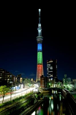 soku_32014.jpg :: 建築 建造物 塔 タワー 東京スカイツリー 都市の風景 夜景 ライトアップ RGB ノーベル賞