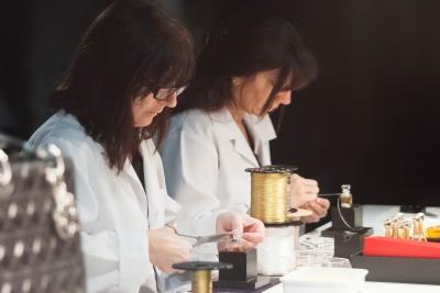 soku_32152.jpg :: 人物 女性 若い女性 職場