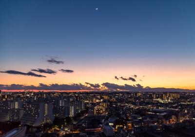 soku_32215.jpg :: 風景 街並み 風景 街並み 都市の風景 住宅街 富士山 月