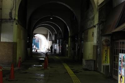 soku_32338.jpg :: 風景 街並み 都市の風景 路地裏 アーケード トンネル