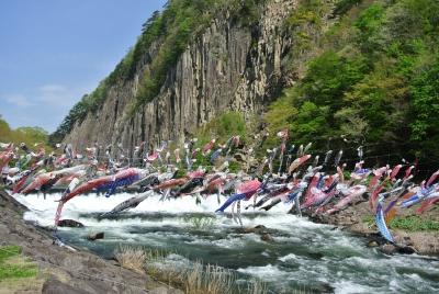 soku_32362.jpg :: 宮城県 鯉のぼり 風景 自然 川 渓谷