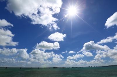 soku_32437.jpg :: 風景 自然 空 雲 海 逆光 宮古島